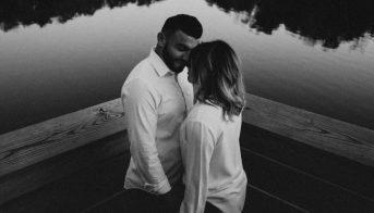 barbat-care-iubeste-manifesta-dragostea